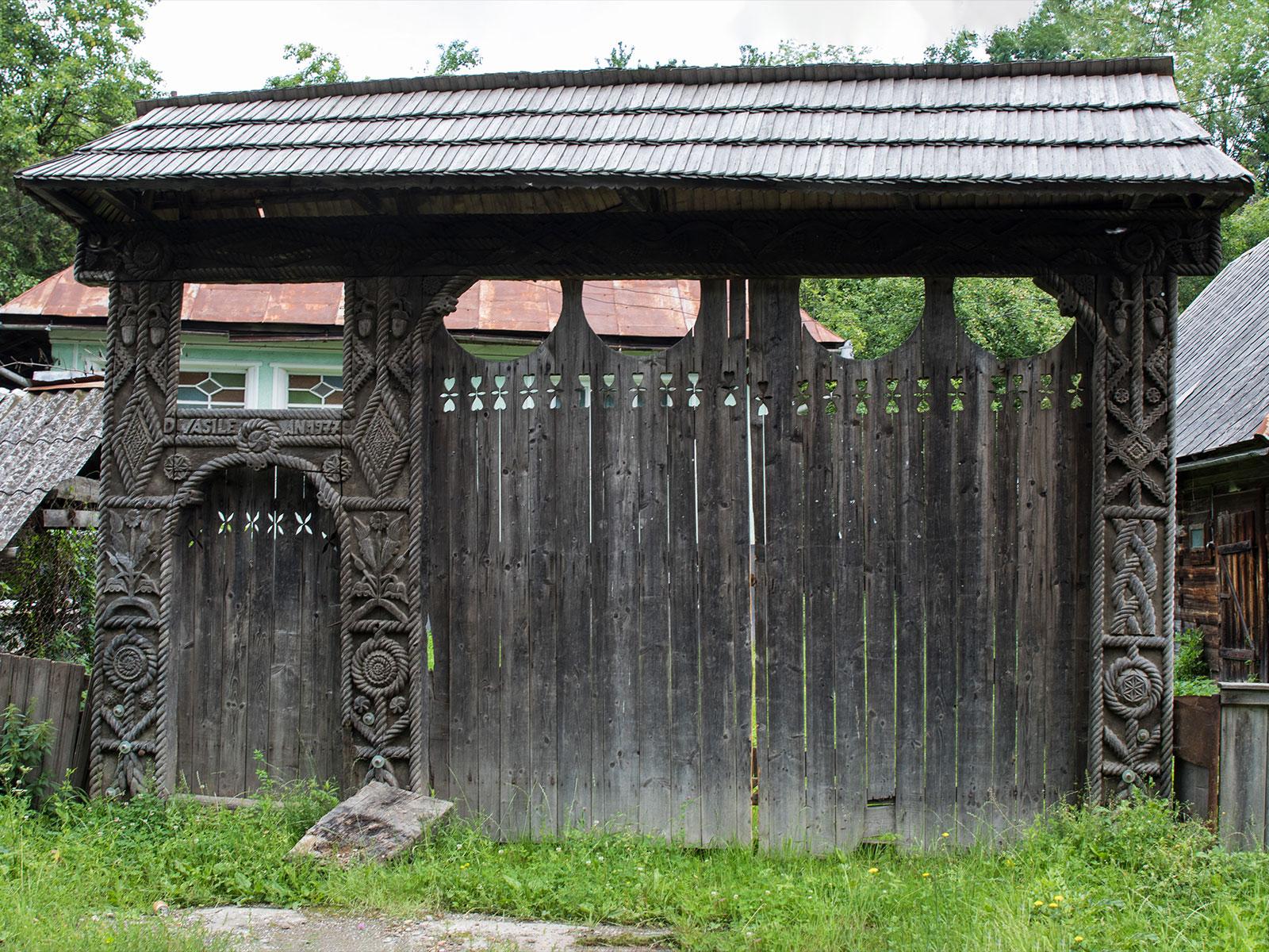 Ornamentica-portilor-maramuresene