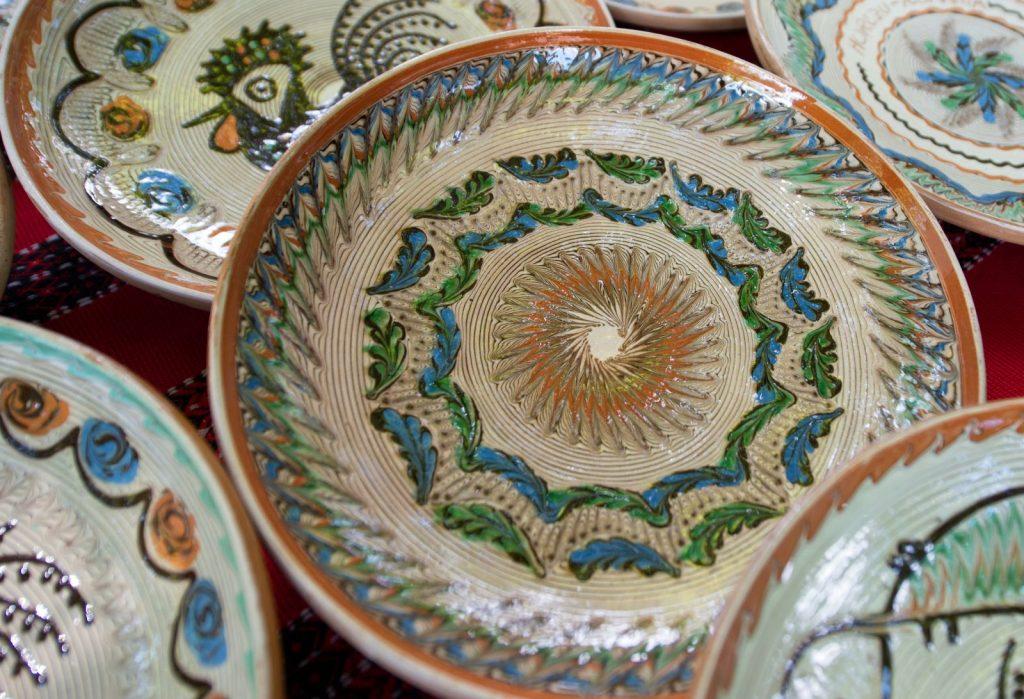 frunze pe ceramica de Horezu