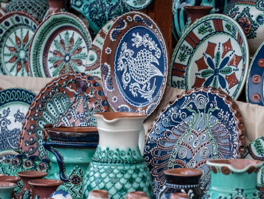 motive aviare pe ceramica de Horezu