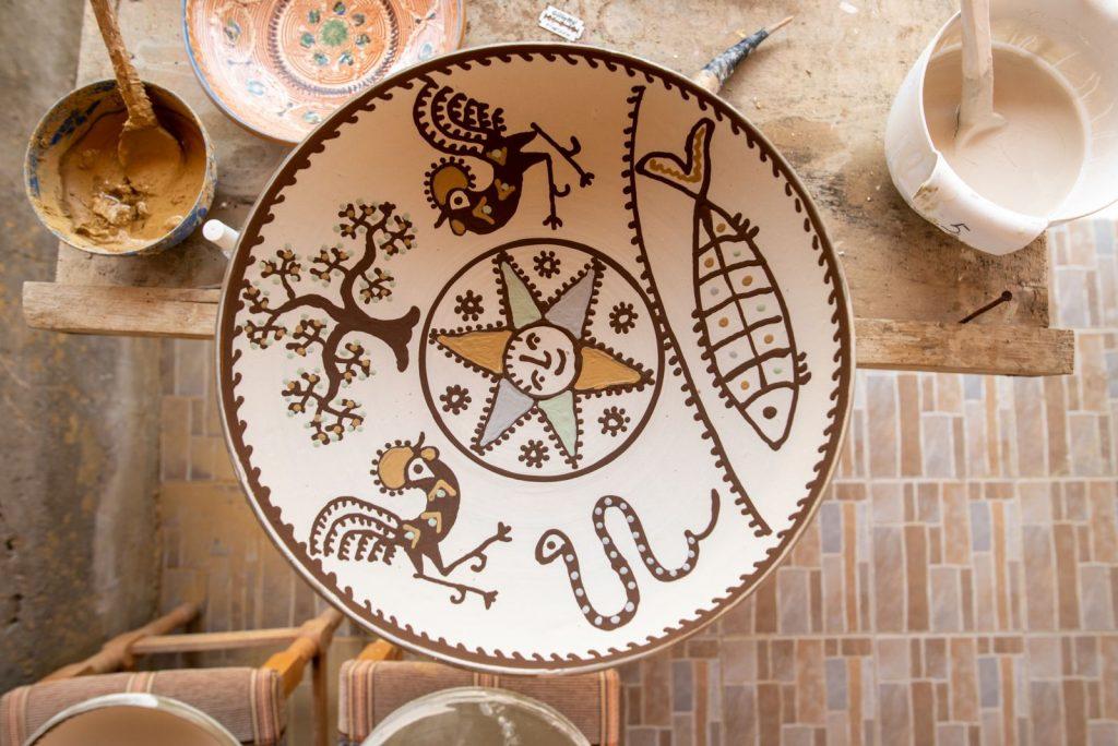 motive solare pe ceramica de Horezu